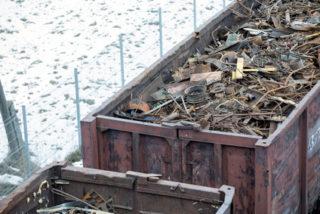 Trasporta raccolta rifiuti metalli ferrosi
